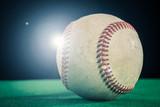 野球のボール,緑と黒の背景