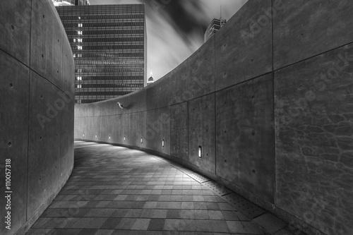 Fotografiet Empty pedestrian walkway