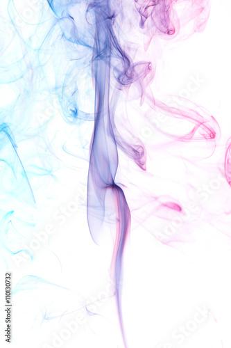 streszczenie-kolorowy-dym-z-paleczek-aromatycznych