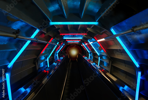 In de dag Tunnel Futuristic tunnel background with blue and red glowing lights. perspective view abstract interior.