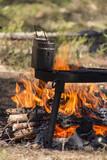 Солдатский котелок на огне