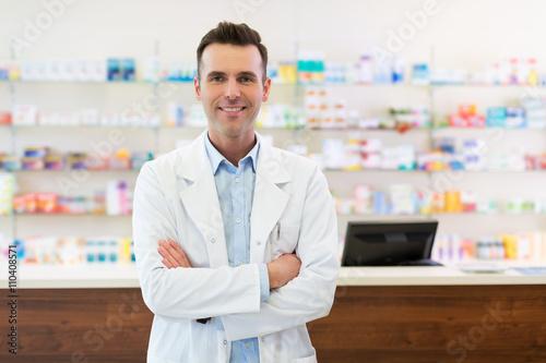 Papiers peints Pharmacie Pharmacist in drugstore