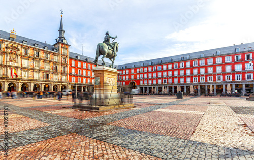 Papiers peints Madrid Plaza Mayor with statue of King Philips III in Madrid, Spain.