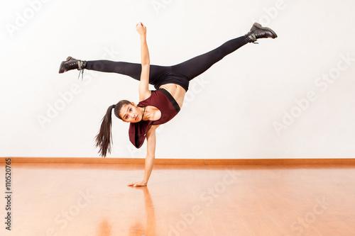 Hispanic dancer doing a handstand and leg split Plakát