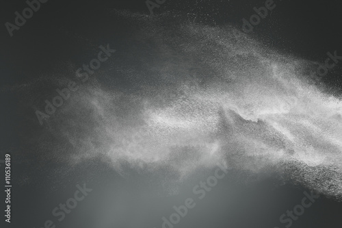 Poster Abstract design of white powder cloud on dark background