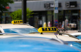 Fototapety Taxis warten auf Passagiere
