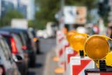 Durch Verkehrseinschränkungen wird der Berufsverkehr beeinträchtigt  - 110547565