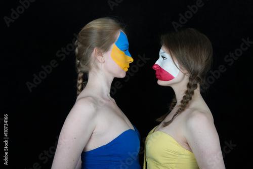 Foto Murales Украина - Польша (Евро 2016) Противостояние Украины и Польши на матче группового раунда Евро 2016 во Франции Две девушки с гримом национальных флагов на лице