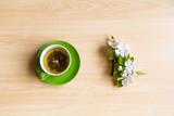 Зеленый чай с яблоневой веткой