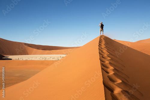 mata magnetyczna Vue sur Dead Valley en Namibie