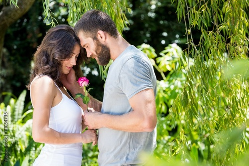 Zdjęcia na płótnie, fototapety, obrazy : Man offering a rose to woman