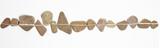 Linie auf Steinen als Symbol für Zen - 111089397