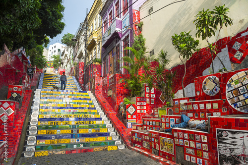 Papiers peints Rio de Janeiro An early morning view of the Escadaria Selarón (Selaron Steps), a tourist attraction adjacent to the popular nightlife area of Lapa in Rio de Janeiro, Brazil