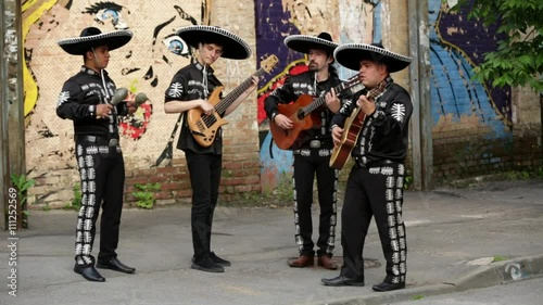 Keuken foto achterwand Antwerpen Mexican musicians on the streets. Latin American musicians. Spanish musicians.