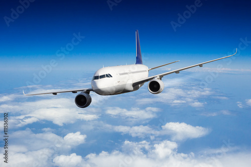 mata magnetyczna Commercial jet plane flying above clouds