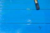 maderas pintadas de azul, pintura acrilica, pincel sobre la madera
