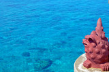 宮古島の来間大橋から見るシーサーと透明で綺麗な海