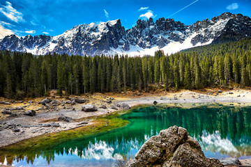 Perfectly emerald lake in Dolomites © ZoomTeam