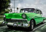 HDR Amerikanischer grüner Oldtimer in Kuba Havanna - Serie 2