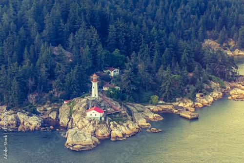 Point Atkinson Leuchtturm - Luftaufnahme, Vancouver, British Columbia - 112046952