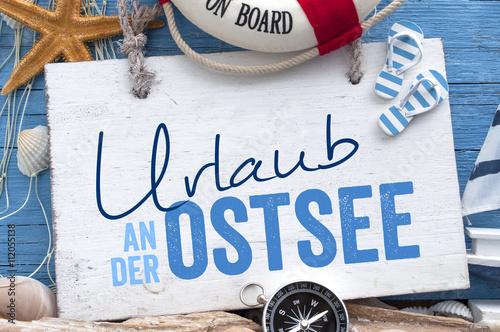 Poster Noordzee Urlaub an der Ostsee, Nordsee, Meer mit maritimer Dekoration auf blauen Holzhintergrund