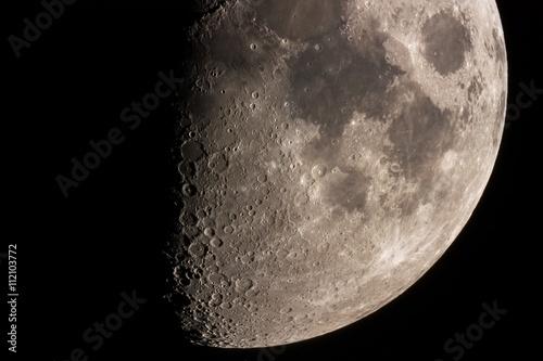 Księżyc w powiększeniu