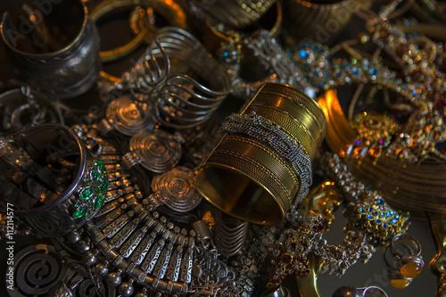 Valokuva Treasure, Set of Beautiful Oriental gold Bridal jewelry (Indian,