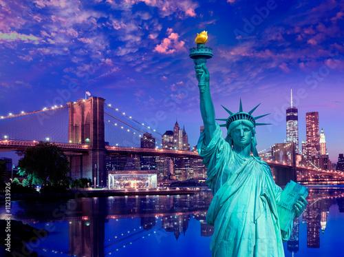 Foto op Aluminium New York Liberty Statue and Brooklyn bridge New York