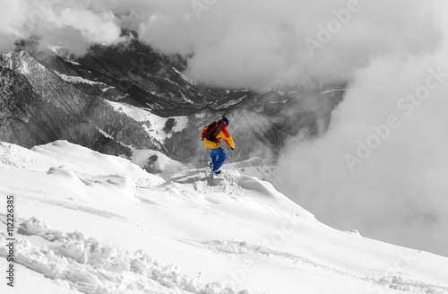 Poster Snowboarder on off-piste slope an mountains in fog. Selective co
