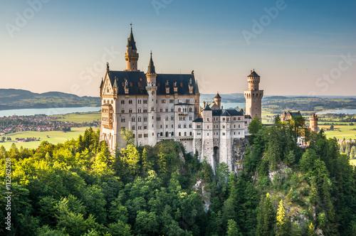 Zdjęcia na płótnie, fototapety na wymiar, obrazy na ścianę : Famous Neuschwanstein Castle with scenic mountain landscape near Füssen, Bavaria, Germany