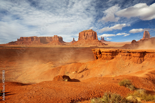 Papiers peints Orange eclat panoramic view of monument valley in a windy day