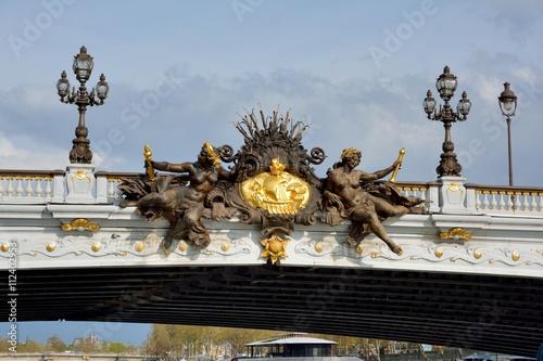 Bas relief des nymphes de la Seine sur le pont Alexandre III de Paris Poster