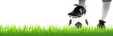 Fußball mit Beinen im Gras