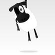 Ein Schaf mit Augenklappe hängt rum.