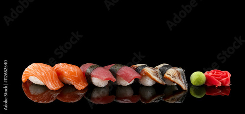 Foto op Plexiglas Sushi bar Sushi nigiri set over black background