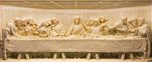 mata magnetyczna ROME, ITALY - MARCH 10, 2016: The Last Supper marble relief on the altar of church Basilica di Santa Maria Ausiliatrice by unknown artist.