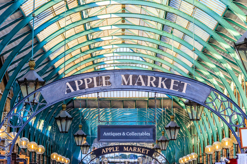 Zdjęcia Apple Market Sign at Covent Garden, London