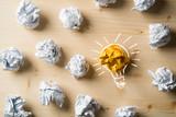Papierkugeln als Symbol für Ideen