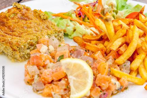 tartare de saumon et de marlin, mouliné de légumes, frites et salade Poster