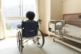介護 シニア 女性 車椅子