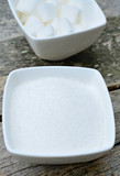 White sugar in ceramic bowl