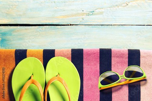 Poszter Summer beach accesories and marine life on wooden boards