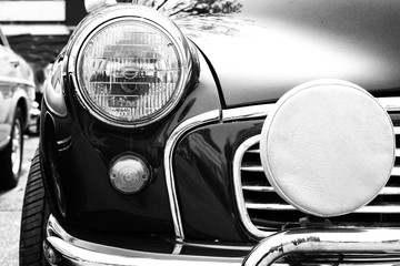 Czarno białe zdjęcie klasycznego samochodu