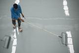 A worker application of epoxy floor - 113586588