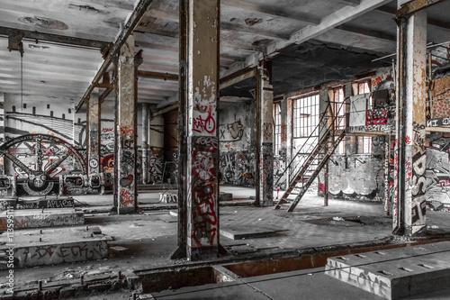 Papiers peints Les vieux bâtiments abandonnés abandoned factory interior - old building ruin