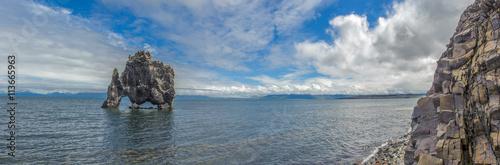mata magnetyczna Panorama of Hvitserkur, rock formation in Hunafjordur fjord, Iceland