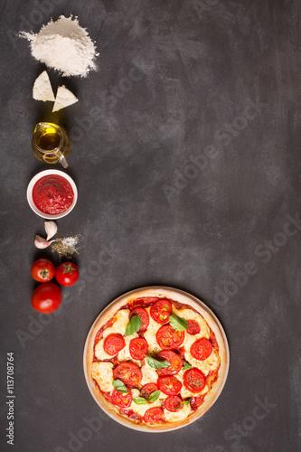 skladniki-pizza-na-chalkboard-z-kopia