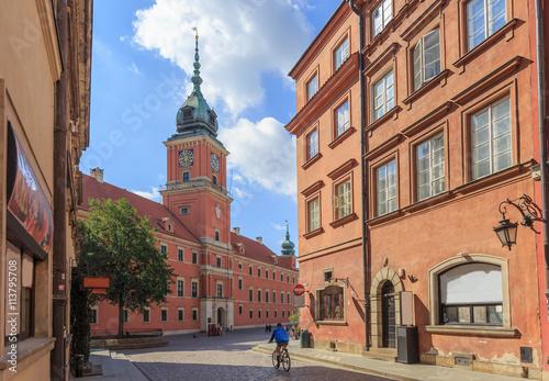 Fototapeta Warszawa, Stare Miasto. Widok Zamku Królewskiego z ulicy Świętojańskiej