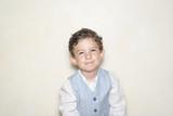 Niño con chaleco