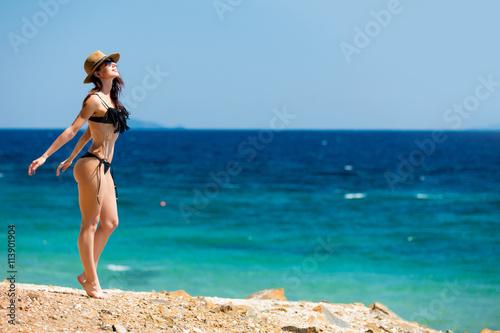 Zdjęcia na płótnie, fototapety, obrazy : young woman in Greece